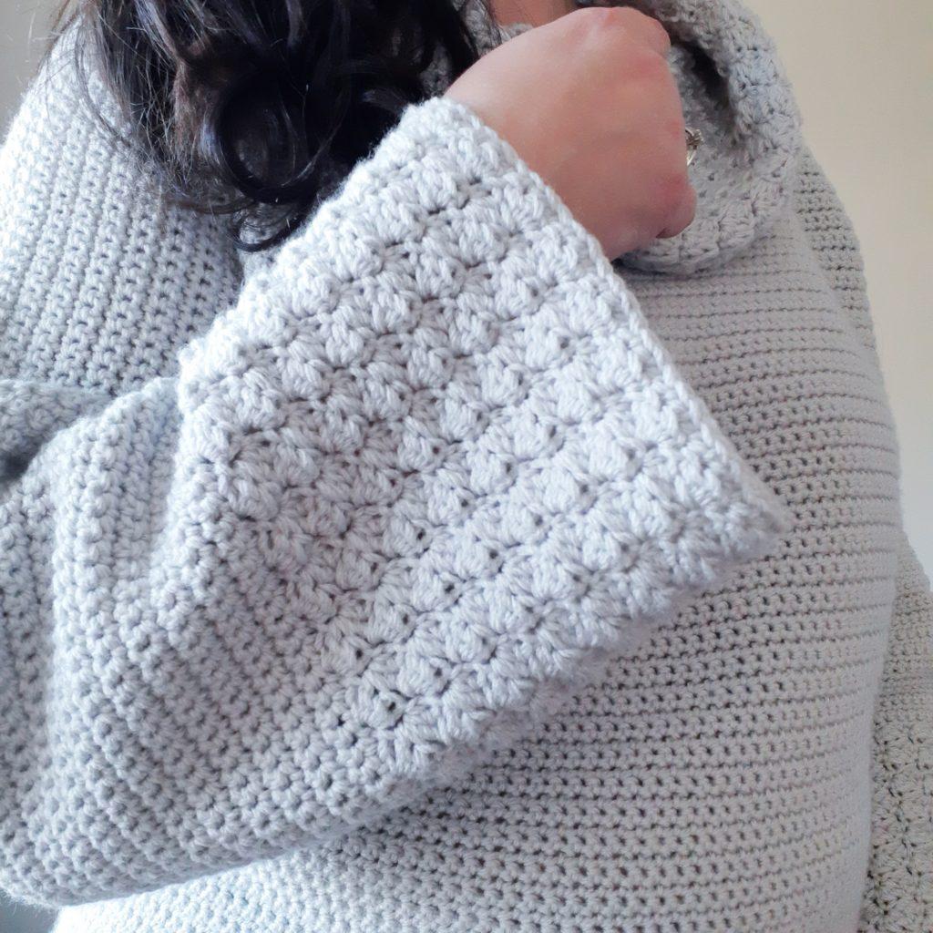 puño texturizado de un suéter de crochet