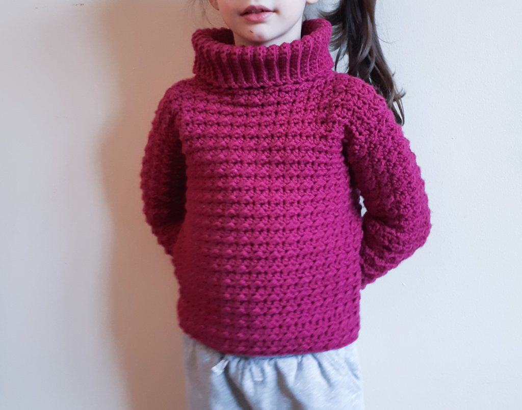 suéter de niña de ganchillo