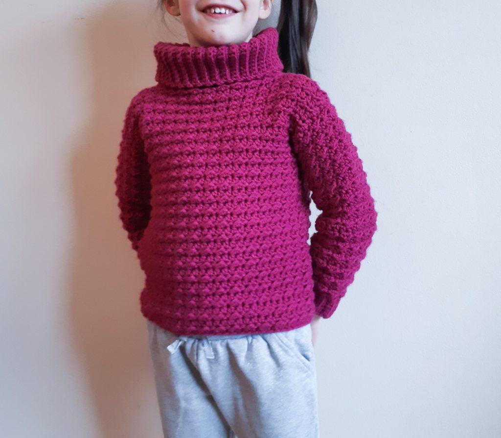comodidad y comodidad en este suéter de crochet para niños